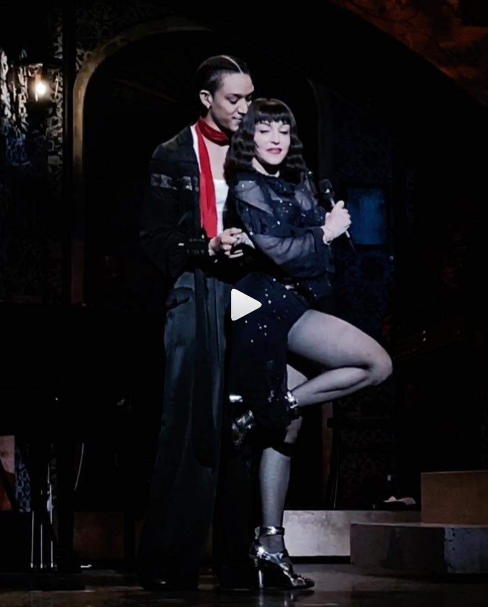 Madonna blessée au genou