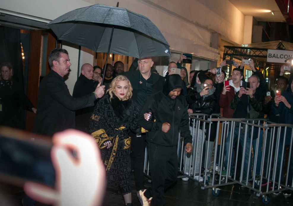 Madonna arrive et sort du Grand rex