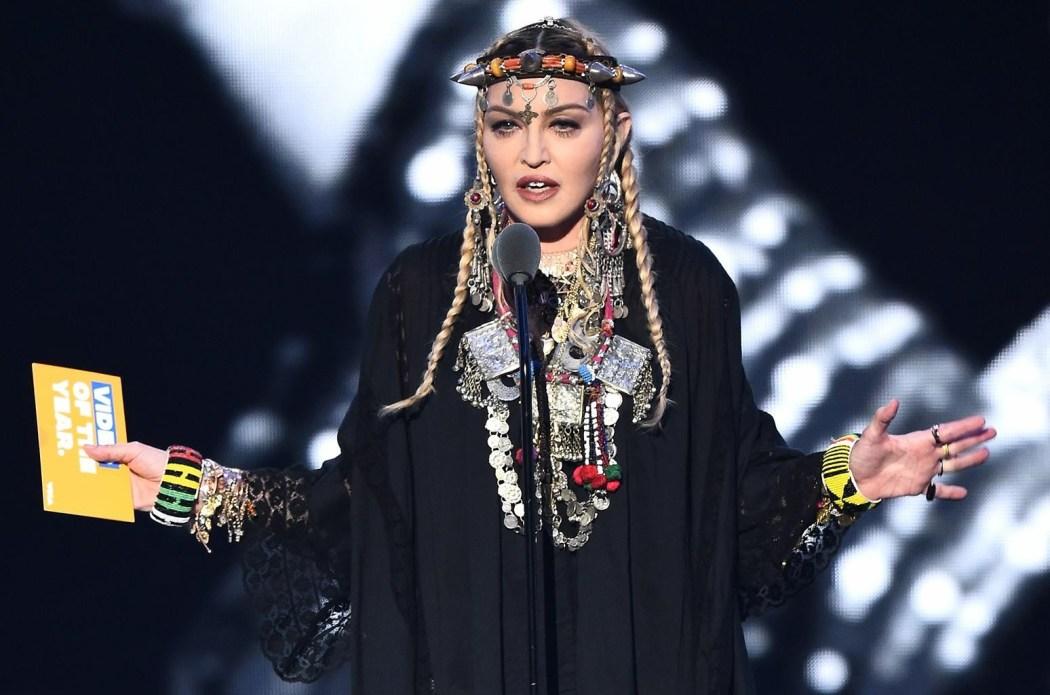 Polémique sur la tenue des VMA