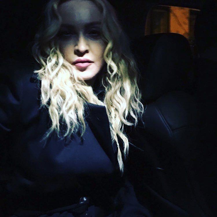 Madonna dénonce le sexisme et le jeunisme des critiques sur sa robe au Met Gala 2016