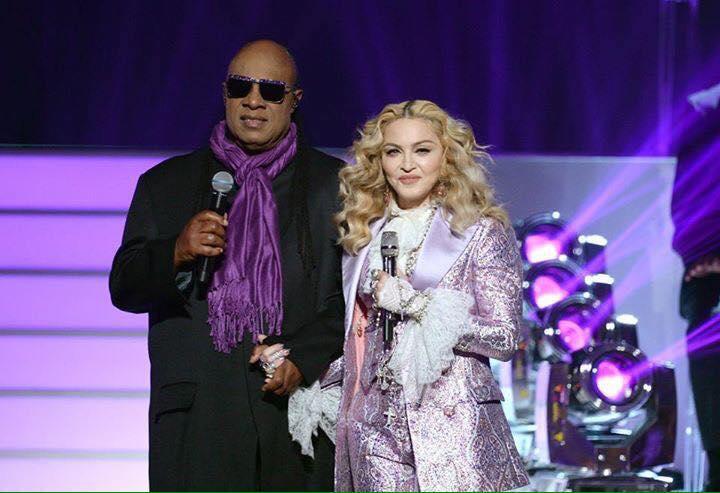 Le bel hommage de Madonna à Prince aux Billboard Music Awards