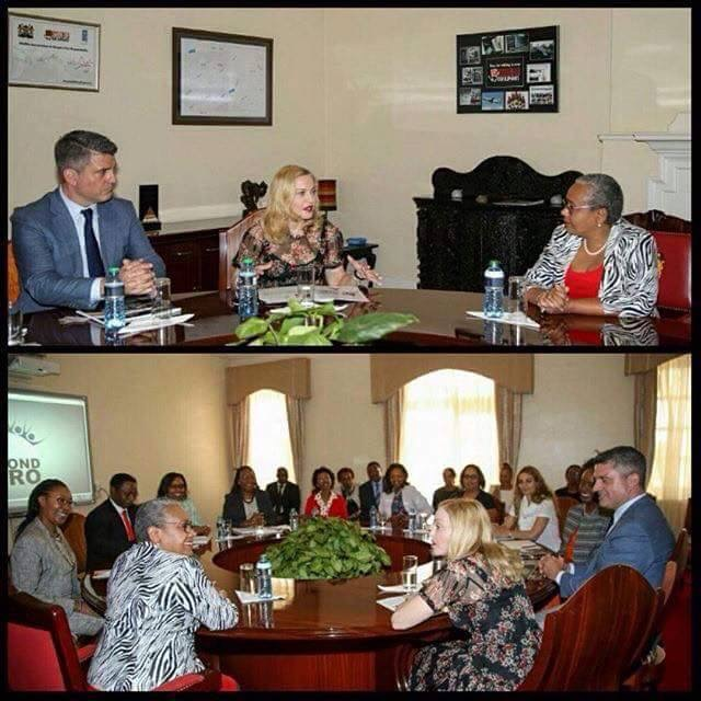 Madonna rencontre la First Lady du Kenya