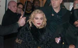 Madonna arrive et sort du Grand rex